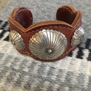 Jewelry - Leather bracelet with silver conchas